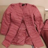 Лёгкое терракотовое пальто L с накладным капюшоном