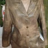 Симпатичный женский пиджачек из экокожи