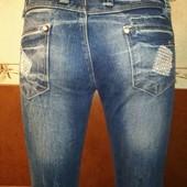 Обалденные джинсы с камушками ,р .36 .смотрим замеры !!!
