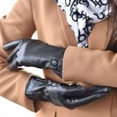 Женские зимние черные перчатки из эко кожа на флисе