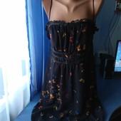 Симпатичное платье с открытыми плечами, р.46-48