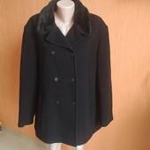 Пальто стильное 80 % шерсти в очень хорошем состоянии