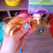Яркие жёлтые солнцезащитные очки