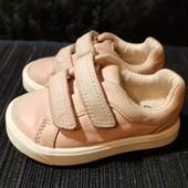 Полностью кожаные пудровые кроссовки Clarks, ориг. Вьетнам, разм. 20,5 (12 см по бирке, реально 13).