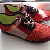 кроссовки новые размер 40