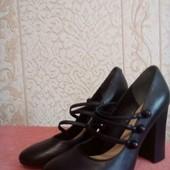 Мега крутые туфли  на каблуке Guess
