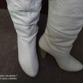 Суперовые , белые  кожаные сапожки. Размер 37.