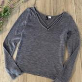 Женский свитер. Размер s. В хорошем состоянии.