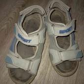 Кремкие сандалии на лето для двора 30рр