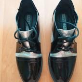Лаковые туфельки.