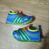 Светящиеся кроссовки для малыша на 7-10месецев