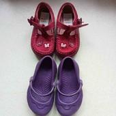 Дві пари фірмового взуття crocs i clarks
