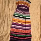 Класне яскраве плаття в пол розмір С в стані нового