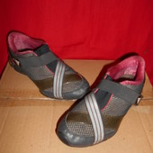 Adidas кроссовки.р.р.36.5.стелька 22.5 см.в хорошем состоянии.Оригинал!