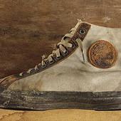 По всей земле пройти мне в кедах Converse хочется ; оригинал