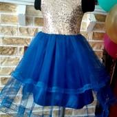 Яскрава, пишна сукня