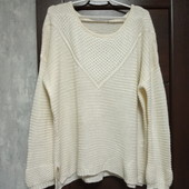 Фирменный красивый мягенький свитерок в отличном состоянии р.24-28