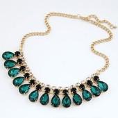 Богатое ожерелье, колье темно зеленого цвета