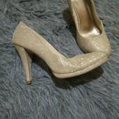 Шикарные туфли коллекционные с люрексом на размер 37-37,5. В идеальном состоянии
