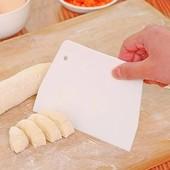 Шпатель-скребок кулинарный кондитерский белый