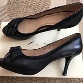 Шкіряні туфлі з відкритим носочком розмір 37 стелька 24 см