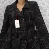 Пальто с поясом укороченное.Размер 48