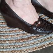 Кожаные туфли на на танкетке, 24 см