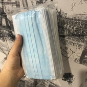 Маски трьохшарові з фіксатором 50шт)+ медичні дихаючі пластери 10шт у подарунок)