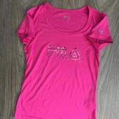 Класна стильна футболка Fila ,С-ка,не ношена.