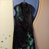 Красивое, атласное платье, р.14, в новом состоянии