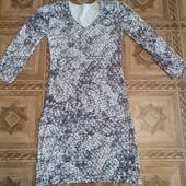 Платье отличного качества в хорошем состоянии