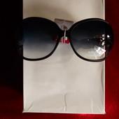 Солнцезащитные очки, матовая оправа, дужка с декором ремешок