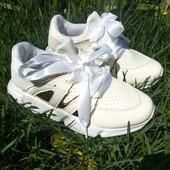 Новые! Белоснежные кроссовки. Нарядные и легкие. Размер 32. Польша