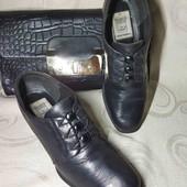 25.5 см. Кожа. Отличные стильные туфли.