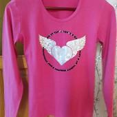 Насыщенно розовый реглан,принт сердце и паэтки.
