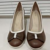 Просто обалденно красивые, новые, кожаные туфли. Платформа устойчивая. Р-р 40