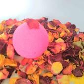 Большая бомбочка для ванны с эфирным  маслом розы