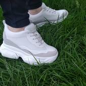 Белые кроссовки. Женские модные кроссовки