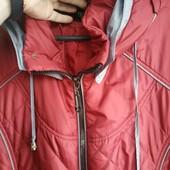 Легкая удобнейшая деми курточка 56р идеальное состояние с капюшоном