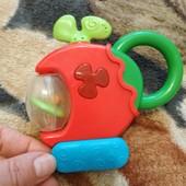 Музыкальная игрушка- погремушка ,, вертолет'', состояние хорошее, рабочая