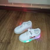 Качественные стильные кроссовки LED