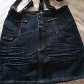 Стильна джинсова спідниця з шлейками