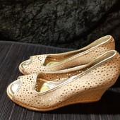 Полностью кожаные туфли с перфорацией Hotter, разм. 5 (24 см ст.) Сост. хорошее!