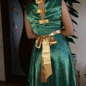 Легкое атласное платье на  М, в идеале