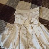 Очень красивое дорогое платье на 2-4 года.