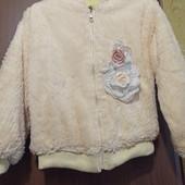 Красивая демисезонная куртка на флисе на девочку 4-7 лет