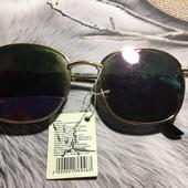 стильные солнцезащитные очки, с биркой есть царапинк
