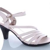 Крутые женские туфельки кожаные высота каблука 8см.