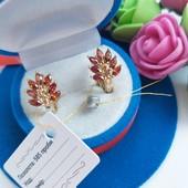 """Новинка!!!Очаровательные серьги -колечки """"Павлины с красными кристаллами"""" позолота 585 пробы"""