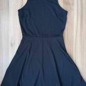 брендова чорна сукня